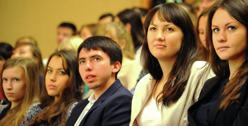 上海合作组织国家青年创新论坛参与者