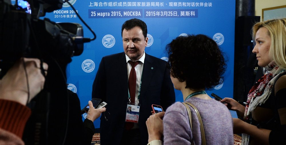 俄旅游署副署长科罗廖夫回答记者提问。